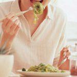 食事中に汗をかくのはどうして?どう対策したらいいの?